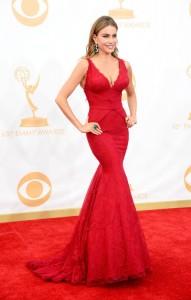 Sofia-Vergara-in-Vera-Wang-and-Lorraine-Schwarts-at-the-2013-Emmys